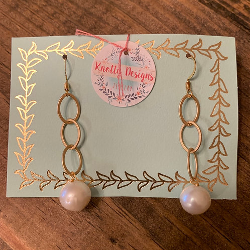 Gold Chain with Pearl Dangle Earring