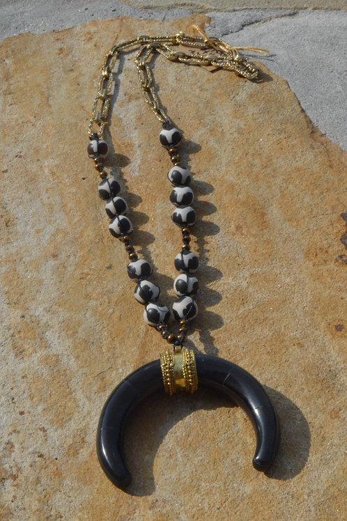 Macrame Black-White Agate w/ Black Bull Ring