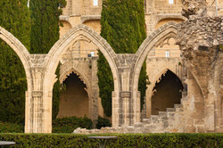 Cyprus-Ruins-of-the-Abbey-of-Bellapais-in-the-Northern-Cyprus-1000x667.jpg