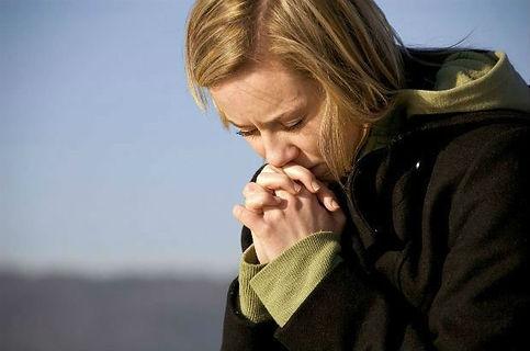 woman praying.jpg