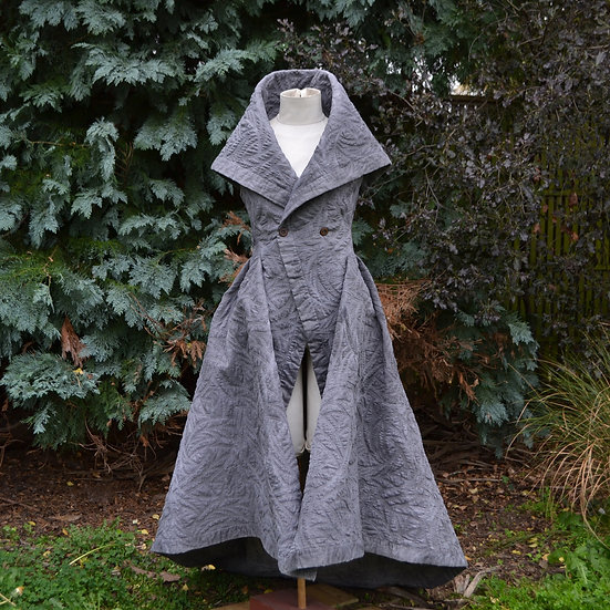 6x4 Sleeveless Quilted Coat With Train
