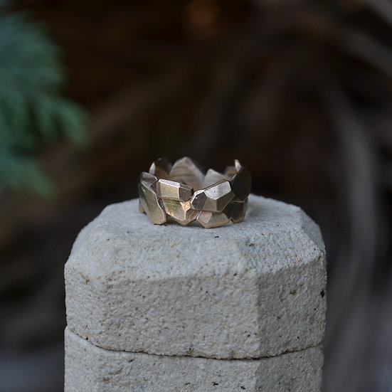 6x4 Rocky Facets 9kt Gold Ring
