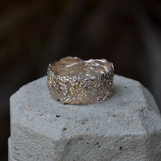 6x4 Crush Texture 9kt Gold Ring