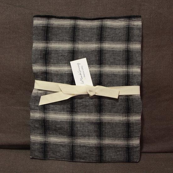 Le Monde Sauvage Highlands Rectangular Linen Pillowcase