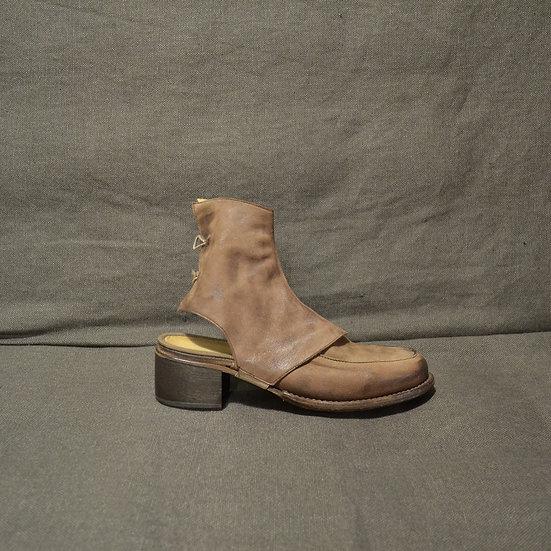 Cherevichkiotvichki Moccasin Shoe with Spats