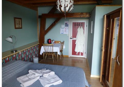 Slaapkamer vanuit de vensterkant.