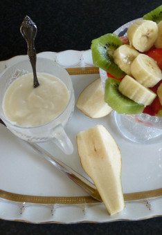 Yoghurt met vers fruit.