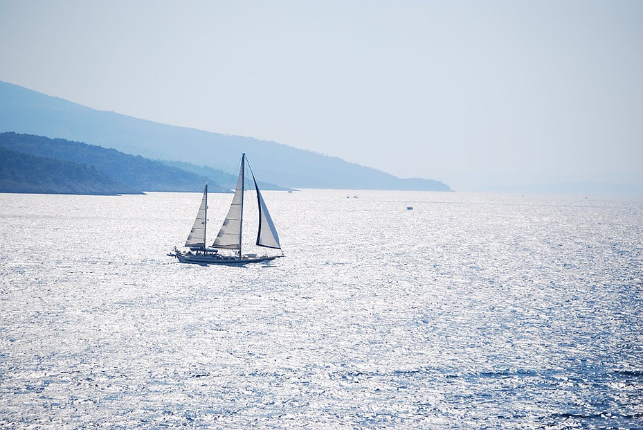 velero en el mar.jpg
