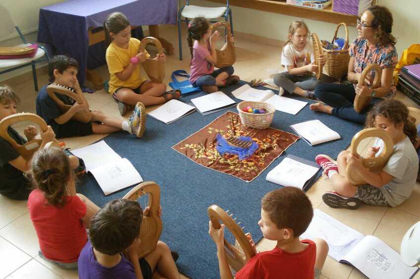 חוג נגינה בלירה פנטטונית לילדים  - המרכז ללימוד נגינה בלירה