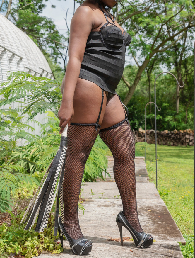 Domina Diabla Ebony Queen
