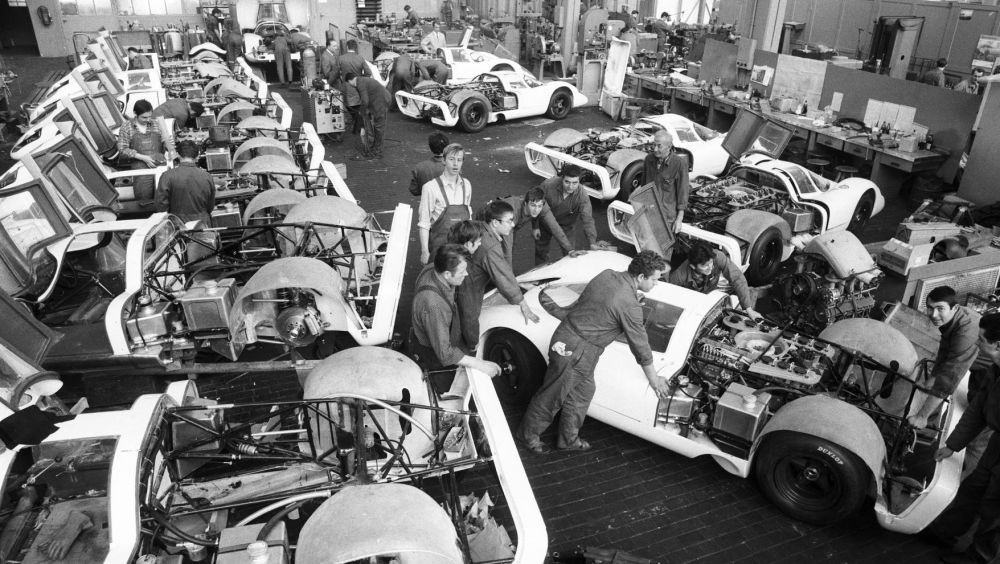 high_construction_of_25_racing_cars_for_