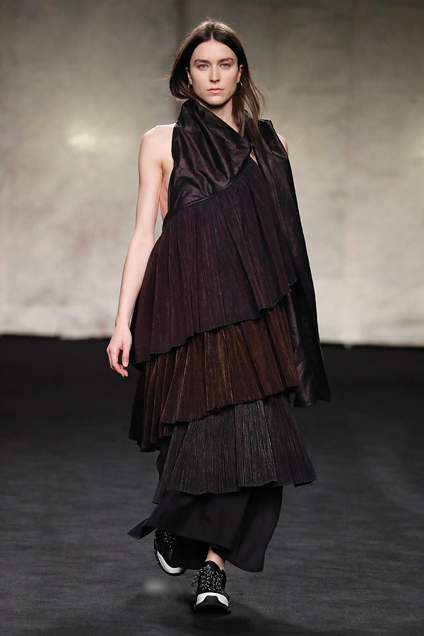 LOOK 4. YUANFEN AW20 catwalk for MBFW Ma