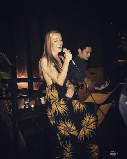 Singer/Songwriter: Lauren Tracy