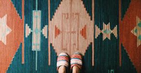 Piso de tacos                                               ou a arte de (não) puxar tapetes