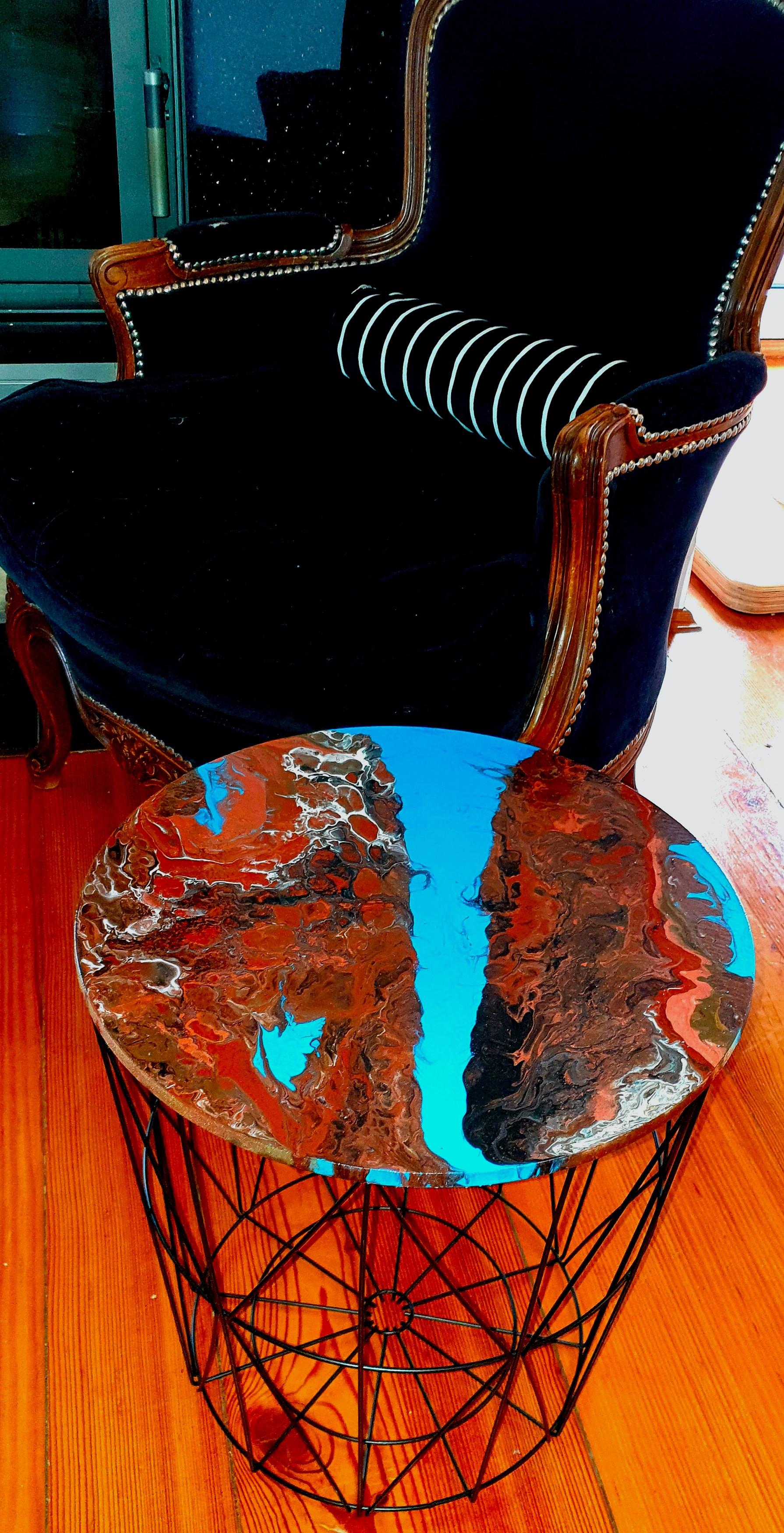 """Lekki, nowoczesny stolik. Blat stolika z akrylowym obrazem 40cm pt. """"Mapa"""" (2020)"""