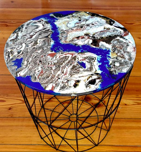 """Lekki, nowoczesny stolik. Blat stolika z akrylowym obrazem 40cm pt. """"Mars"""" (2020)"""