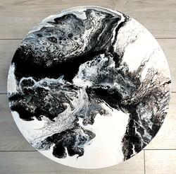 """Lekki, nowoczesny stolik. Blat stolika z akrylowym obrazem 40cm pt. """"Podmuch"""" (2020)"""