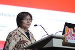 Ibu Denni Purbasari, Deputi III Kantor Staf Presiden, Bidang Kajian dan Pengelolaan Isu-isu Ekonomi Strategis saat memberikan seminar 'Peran Intelektual dalam Pembangunan'