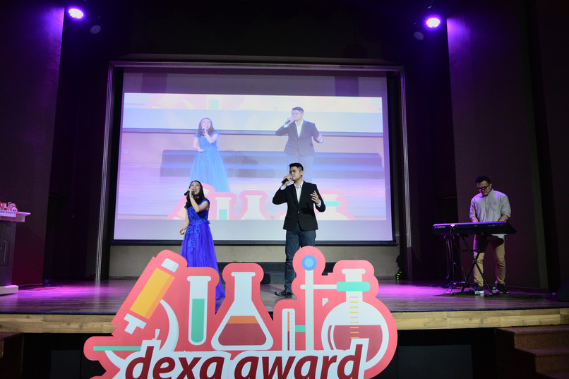 Penampilan Kartika Christianti dan Tio Henuk di acara Penghargaan Dexa Award Science Scholarship 2019