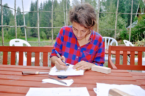 Leila Elamine handcrafting her knife, Järbo, Sweden