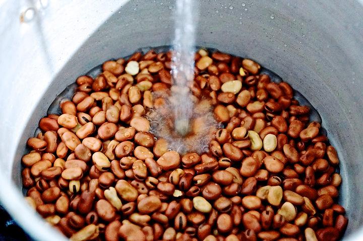 washing the fava beans, foule recipe, lebanese recipes, lebanon