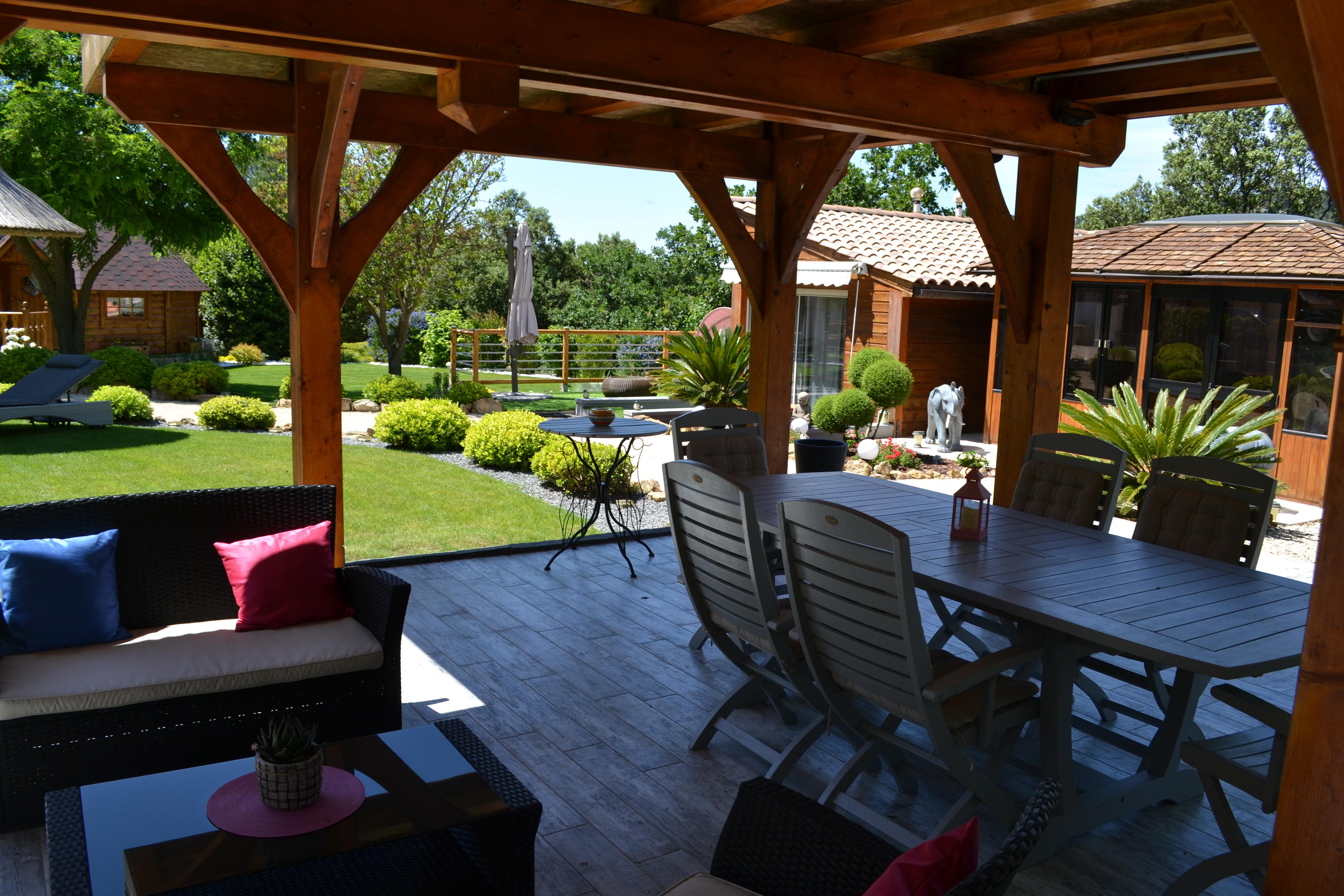 Le pool-house et le jardin