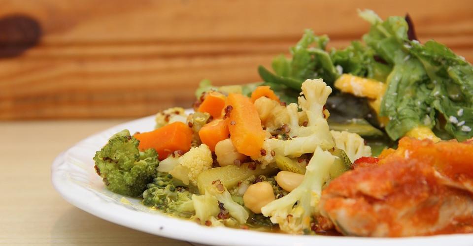 Knackiges Gemüse mit saftigem Rindfleisch. All das und mehr finden Sie auf der Mittagskarte des Hotel Garni von MüllerGartner.