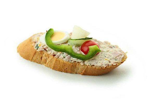 Belegtes Sandwich mit Wurstaufstrich