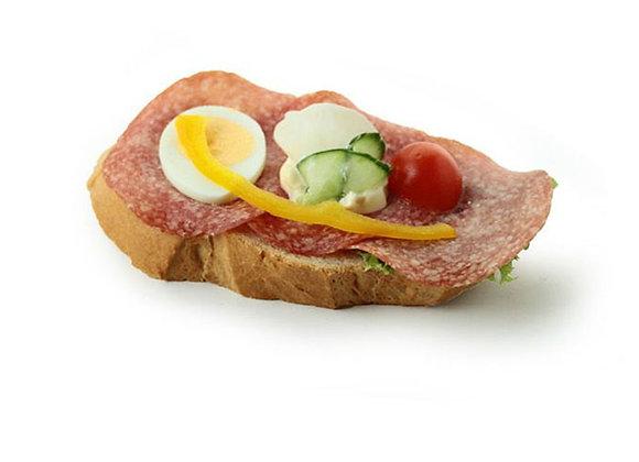 Belegtes Sandwich mit Salami