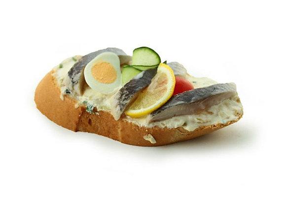 Belegtes Sandwich mit Matjes