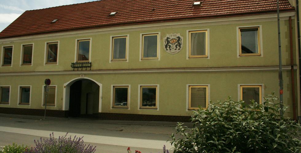 Die MüllerGartner Zentrale am Kirchenplatz in Groß-Enzersdorf