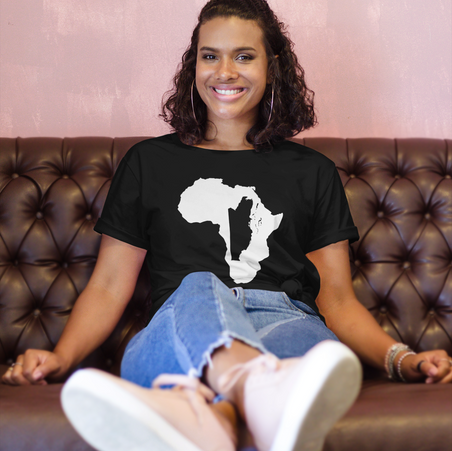 t-shirt-mockup-featuring-a-smiling-woman