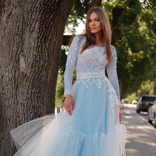 Žydras ilgas tiulio sijonas dekoruotas nėriniais