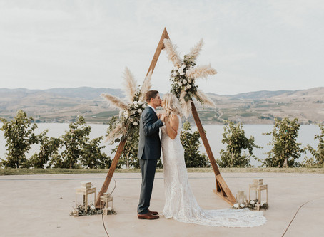 LAKE CHELAN KARMA VINEYARDS WEDDING: R + E