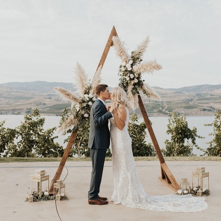 LAKE CHELAN KARMA VINEYARDS WEDDING: R + E