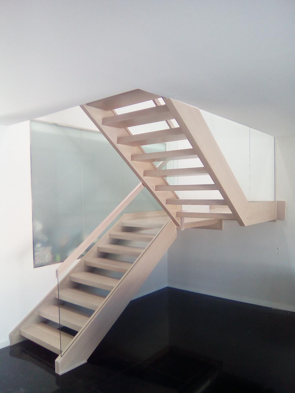 Escalera de madera después