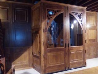 Portón de madera y revestimiento de paredes - Carpintería Bonilla