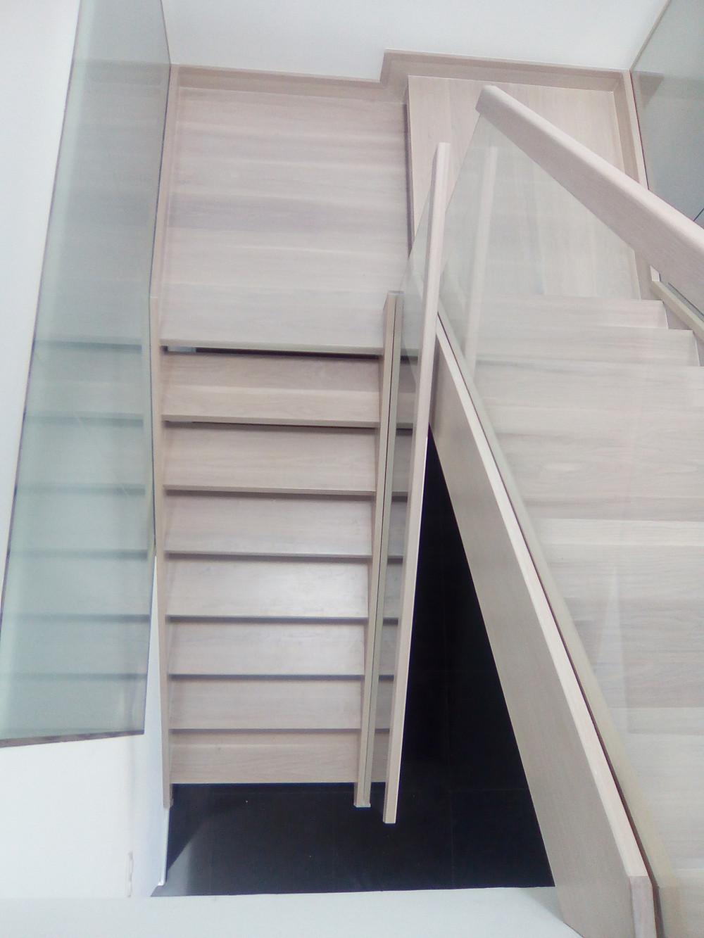 Forrado de escalera con madera
