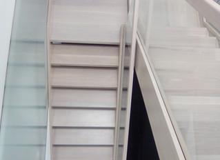 Forrado de escaleras de obra con madera