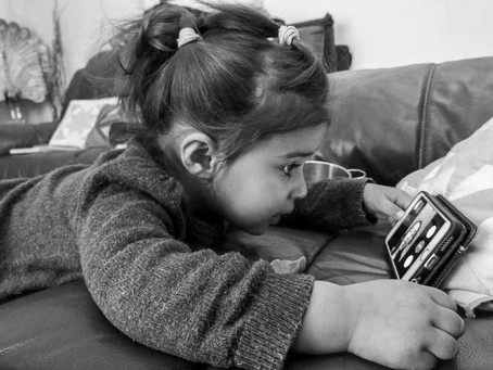 How can children use digital devices well?