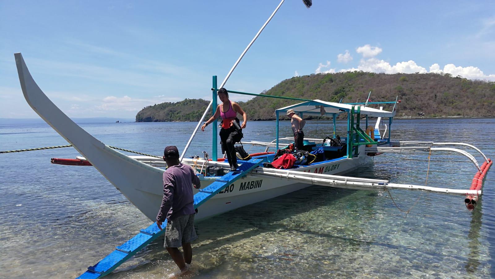Boarding bunker boat