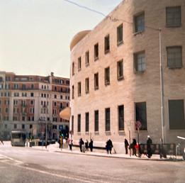 Coda alle poste. Piazza Bologna. Roma.