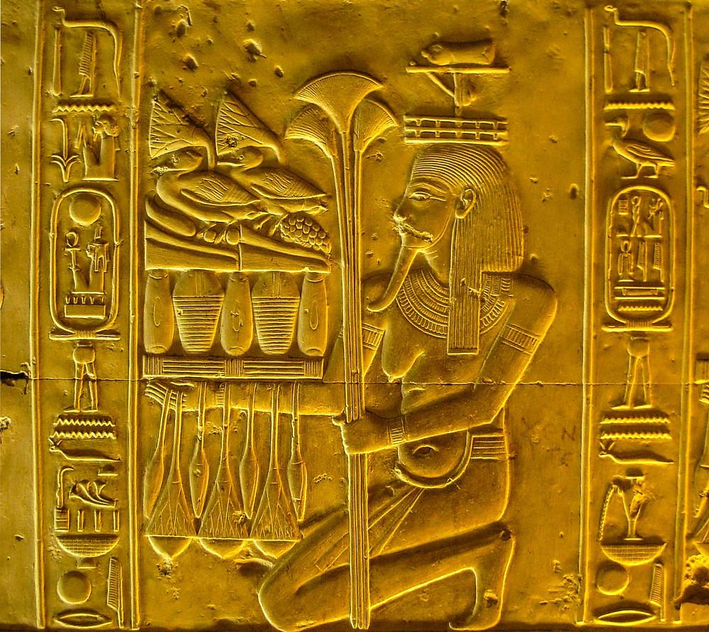 Foto scattata ad Abido, rilievo all'interno del Tempio di Seti I (Egitto 2010)