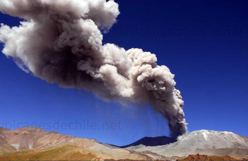 Volcán Láscar - Erupción abril 2006