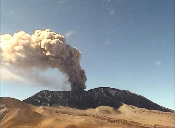 Erupción Volcán Láscar 30 Oct. 2015