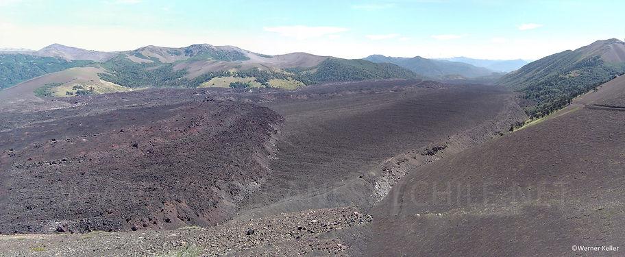 Coladas en valle de Lolco - Volcán Navidad