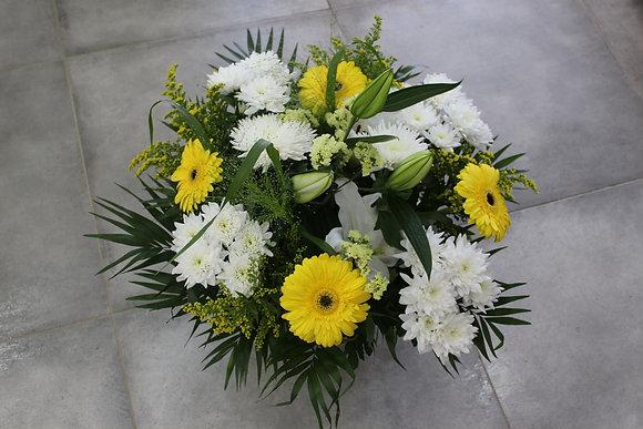 Coupe de fleurs dominante blanc et jaune