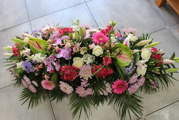 Dessus de cercueil dominante rose