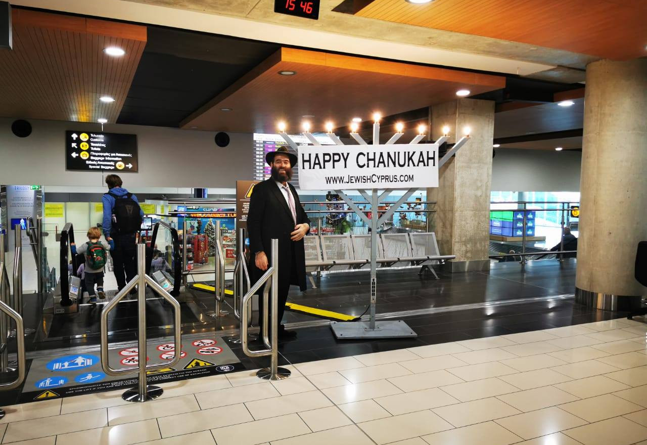2019 rabbi raskin airport chanukah.jpg