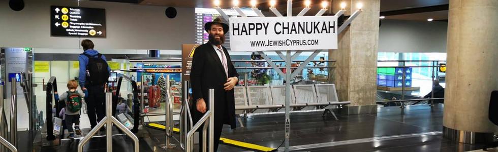 2019 rabbi raskin airport chanukah.jpg